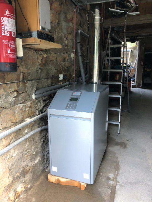 Instalación caldera de gasoil de 1000 litros en Ciñera. Fontanería Flórez